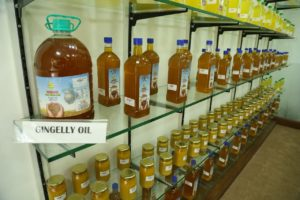 varam cold pressed oil - gingelly oil :Wood Pressed Oil,buy cold pressed oil,buy online in Chennai,chekku oil in Chennai,Buy Cold Pressed Oil in Chennai,chekku oil,marachekku ennai,marachekku oil,chekku ennai,Cold