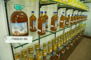 varam cold pressed oil - gingelly oil2 - Wood Pressed Oil,buy cold pressed oil,buy online in Chennai,chekku oil in Chennai,Buy Cold Pressed Oil in Chennai,chekku oil,marachekku ennai,marachekku oil,chekku ennai,Cold
